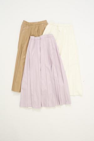 芸能人がスーパーJチャンネルで着用した衣装スカート