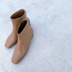 芸能人がパン旅。で着用した衣装ブーツ