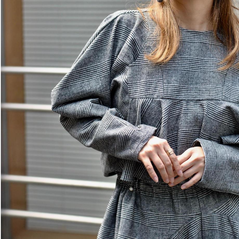 HOUGAのtwiddle blouse