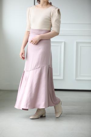 芸能人がじっくり聞いタロウ~スター近況(秘)報告~で着用した衣装スカート