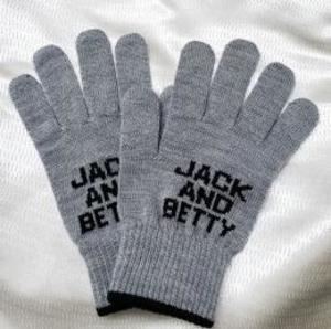 芸能人がネメシスで着用した衣装手袋