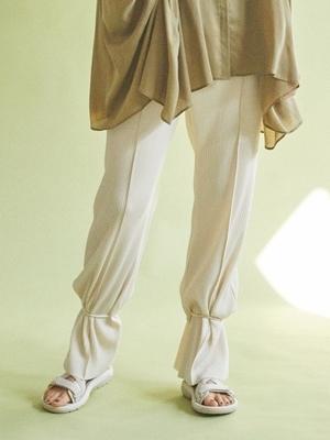 芸能人が雑誌 BAILAで着用した衣装パンツ