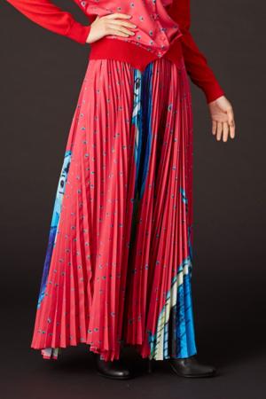 芸能人が日テレ系人気番組 春のコラボSP!で着用した衣装スカート