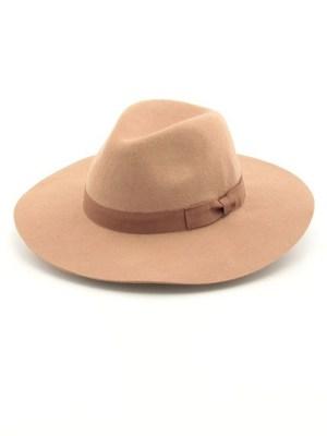 芸能人がInstagramで着用した衣装トップス&帽子