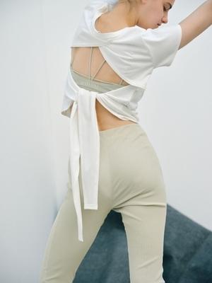 芸能人が雑誌 yogaJOURNALで着用した衣装カットソー