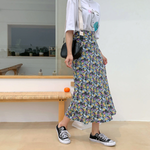 芸能人がイオン銀行 Twitterで着用した衣装スカート