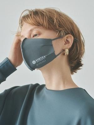 芸能人が雑誌 SPRiNGで着用した衣装マスク