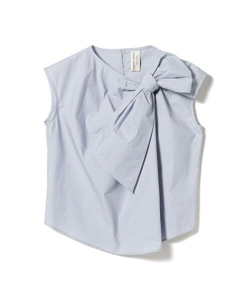 芸能人がCM発表会 スコッティフラワーパック長持ちトイレットロールで着用した衣装ブラウス、パンツ