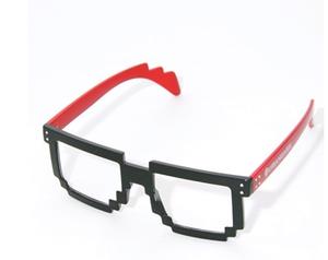 芸能人がリコカツで着用した衣装メガネ