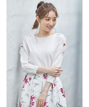 芸能人が桜の塔で着用した衣装トップス