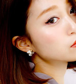 raffiaのLuce Costante / Neige mini pierced & earring