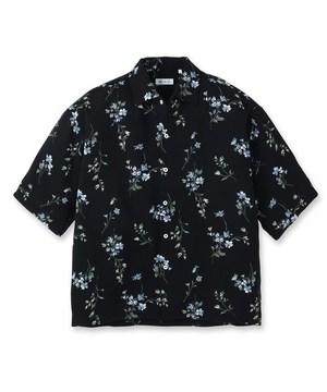芸能人がSNSで着用した衣装シャツ