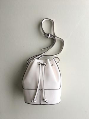 芸能人がInstagramで着用した衣装ショルダーバッグ