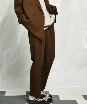 芸能人が恋はDeepにで着用した衣装パンツ