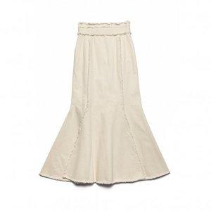 芸能人がコントが始まるで着用した衣装スカート
