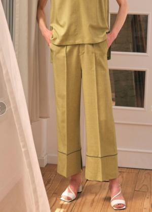 芸能人がリコカツで着用した衣装ブラウス/パンツ