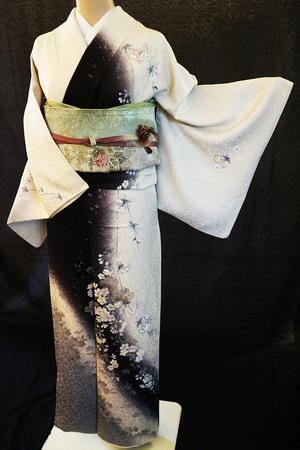 芸能人が桜の塔で着用した衣装着物