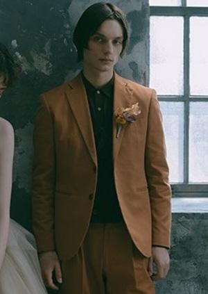 芸能人が着飾る恋には理由があってで着用した衣装タキシード