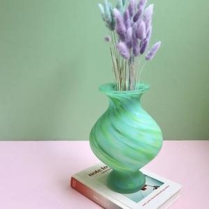 芸能人が着飾る恋には理由があってで着用した衣装花瓶