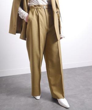 芸能人がイタイケに恋してで着用した衣装パンツ