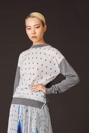 芸能人が吉川トリコ『余命一年、男をかう』PVで着用した衣装ニット/セーター