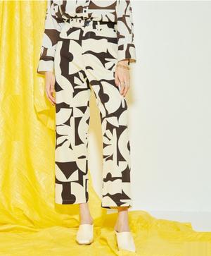 芸能人がプロミス・シンデレラ で着用した衣装パンツ