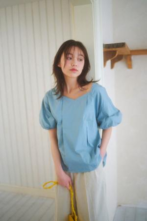 芸能人がテレ玉ニュースで着用した衣装シャツ/ブラウス