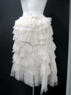 芸能人がcmで着用した衣装スカート