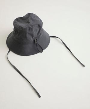 芸能人がナイト・ドクターで着用した衣装帽子