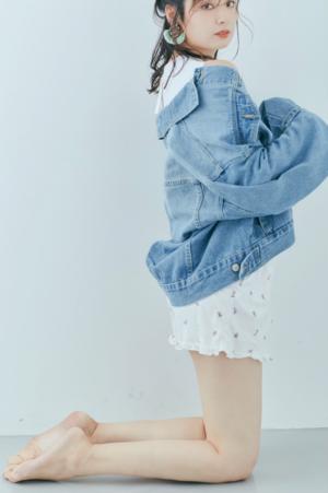 芸能人がG-FOOT カタログで着用した衣装デニムジャケット