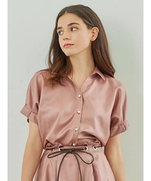 芸能人がシューイチで着用した衣装シャツ、スカート