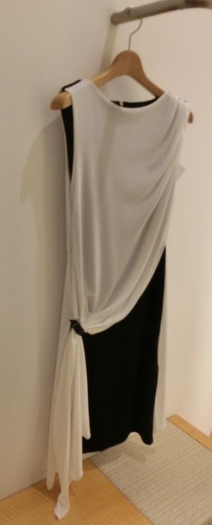 芸能人がホテルコンシエルジュで着用した衣装ワンピース