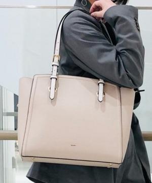 芸能人が推しの王子様で着用した衣装バッグ