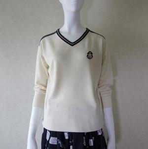 芸能人がZIPで着用した衣装ワッペン付きセーター ピンク