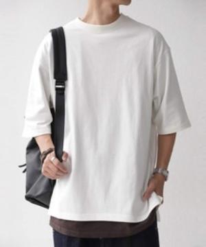 芸能人が草の響きで着用した衣装Tシャツ/カットソー