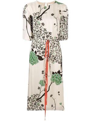 芸能人がイベント HOKUSAIで着用した衣装ワンピース