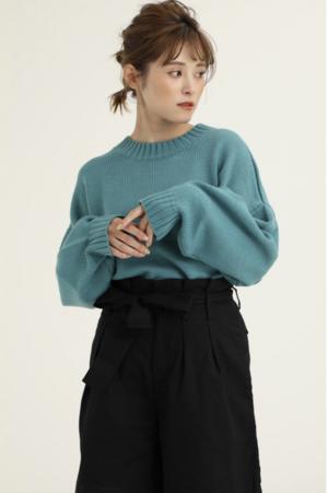 芸能人がシューズブランド「卑弥呼」webサイトで着用した衣装ニット/セーター