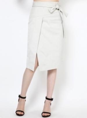 芸能人フラワーショップオーナーがオトナ女子で着用した衣装スカート