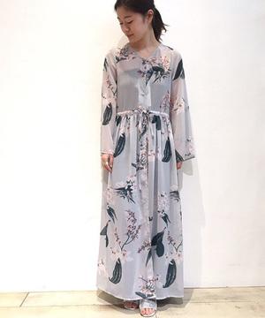 芸能人が就任式 タイ国観光大使で着用した衣装ワンピース