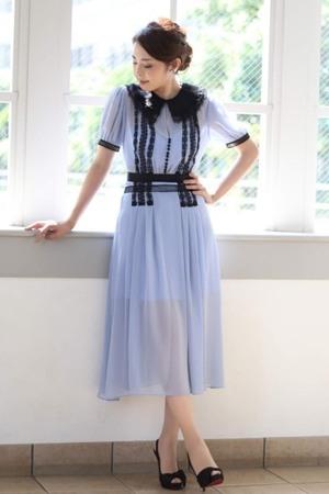 芸能人が記者会見 バチェラー・ジャパンで着用した衣装ワンピース