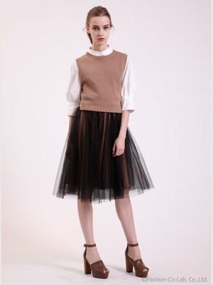 芸能人がツイッターで着用した衣装ブラウス/ニット/スカート/ワンピース