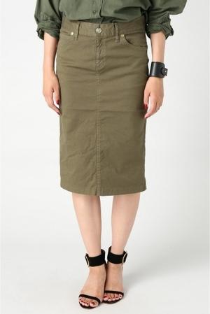 芸能人主役・40歳のキャリアウーマンがオトナ女子で着用した衣装スカート