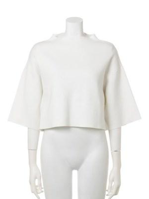 芸能人がナカイの窓で着用した衣装白のセットアップ?