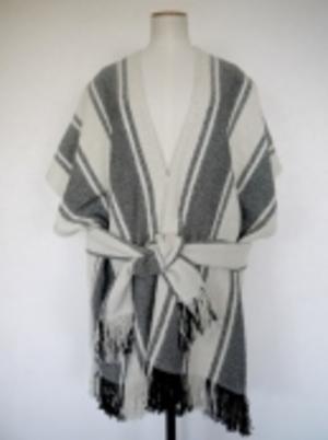 芸能人がInstagramで着用した衣装ストール・マフラー
