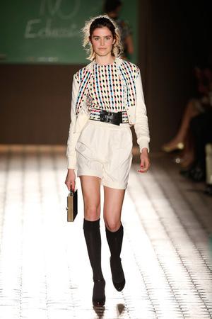 芸能人伊藤千晃がブログで着用した衣装ブラウス/スカート