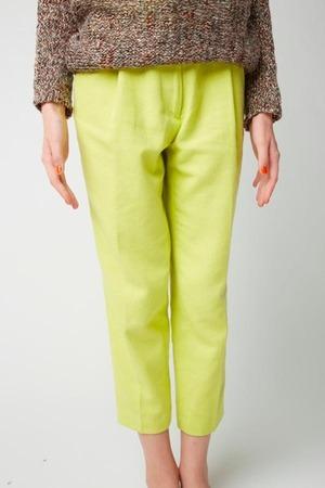 芸能人がピカルの定理で着用した衣装パンツ