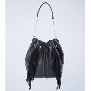 芸能人がMOZUスピンオフ 大杉探偵事務所~美しき標的編で着用した衣装バッグ