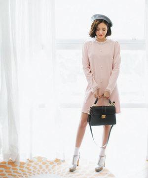 芸能人がビジネスクリックで着用した衣装ワンピース