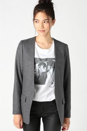 芸能人主役・40歳のキャリアウーマンがオトナ女子で着用した衣装ジャケット