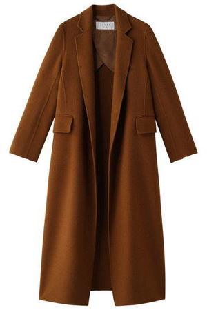 芸能人主役・40歳のキャリアウーマンがオトナ女子で着用した衣装コート